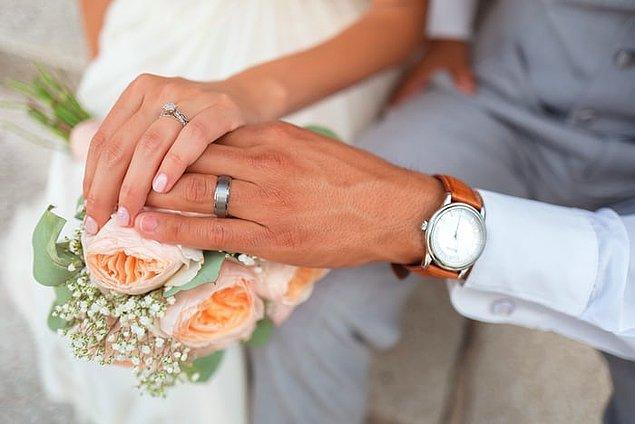 Tayvan'da bir adam çalıştığı bankadan ücretli izin alabilmek için yalnızca bir ay içerisinde aynı kadınla toplamda dört kez evlenip üç kez boşandı.