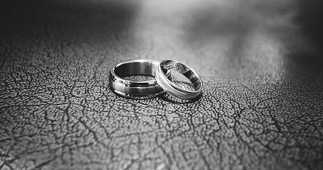 Yani genç adam istediğini aldı! Eğer siz de Taipei'de bir işte çalışıyor ve eşinizden sürekli ayrılıp boşanıyorsanız süresiz ücretli izne çıkabiliyorsunuz.😅
