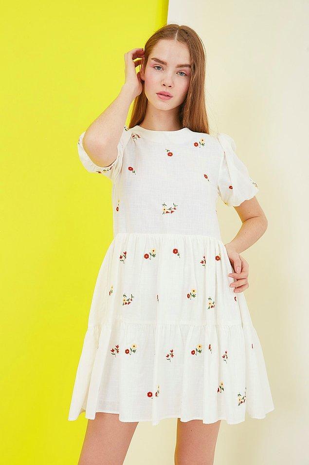 9. Sıradaki elbisemiz kendinizi prenses gibi hissetmek isteyenler için gelsin.