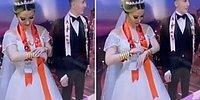 Düğünde, Takılan Altın Bilezikleri Sayıp Mutlu Olan Gelin