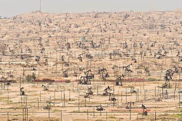 5. Kaliforniya, ABD: Kern Nehri petrol sahası.