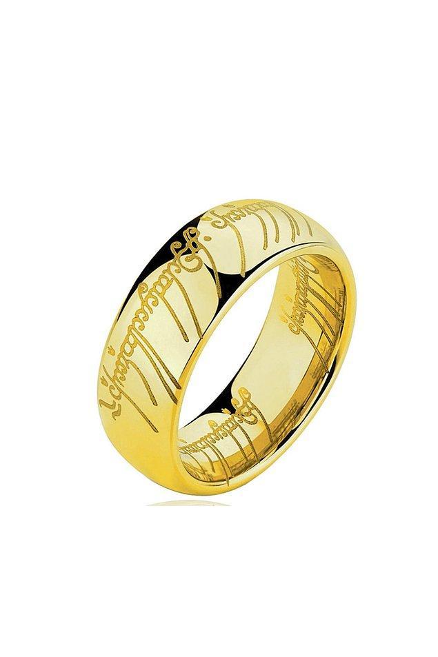 8. İkonik yüzüğü eklemesek olmaz.