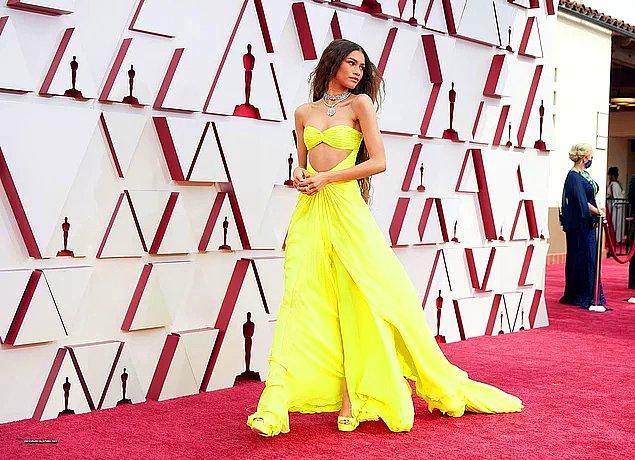 7. Milyon dolarlık kıyafeti ve takılarıyla geçtiğimiz gün Oscar törenine katılan Zendaya tüm dikkatleri üzerine çekmeyi başardı.