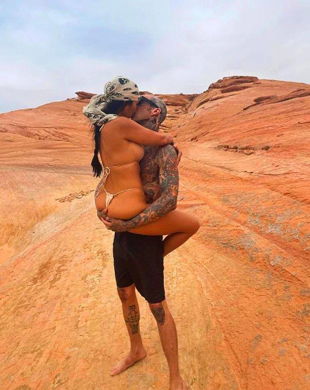 2. Kourtney Kardashian, sevgilisi Travis Barker'la yaptığı paylaşımla yine yeniden bizi hayrete düşürdü.