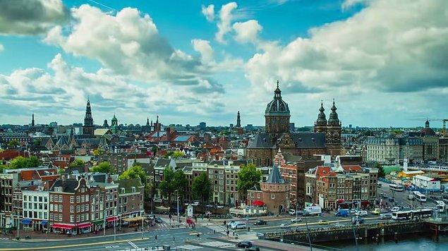 10. Hollanda dünyanın en büyük 16. ekonomisine sahip.
