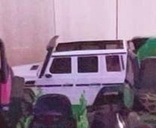 Beyaz bir G-Wagon.