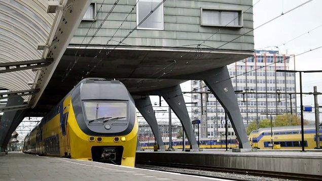 16. 2. Dünya Savaşı sırasında Yahudileri sınır dışı etmek için 8 numaralı tramvay hattı kullanıldığından, Amsterdam'da hiçbir tramvaya 8 numarası verilmemiş.