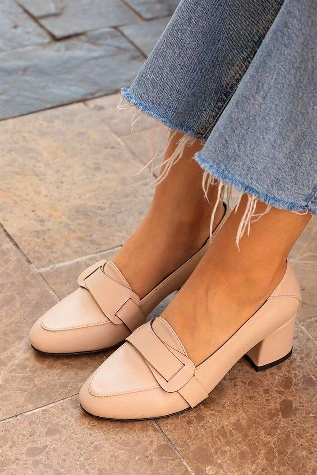 14. Bu kalın topuklu ayakkabının adı Safiye olabilir bence... Ona çok yakışacak bir model...