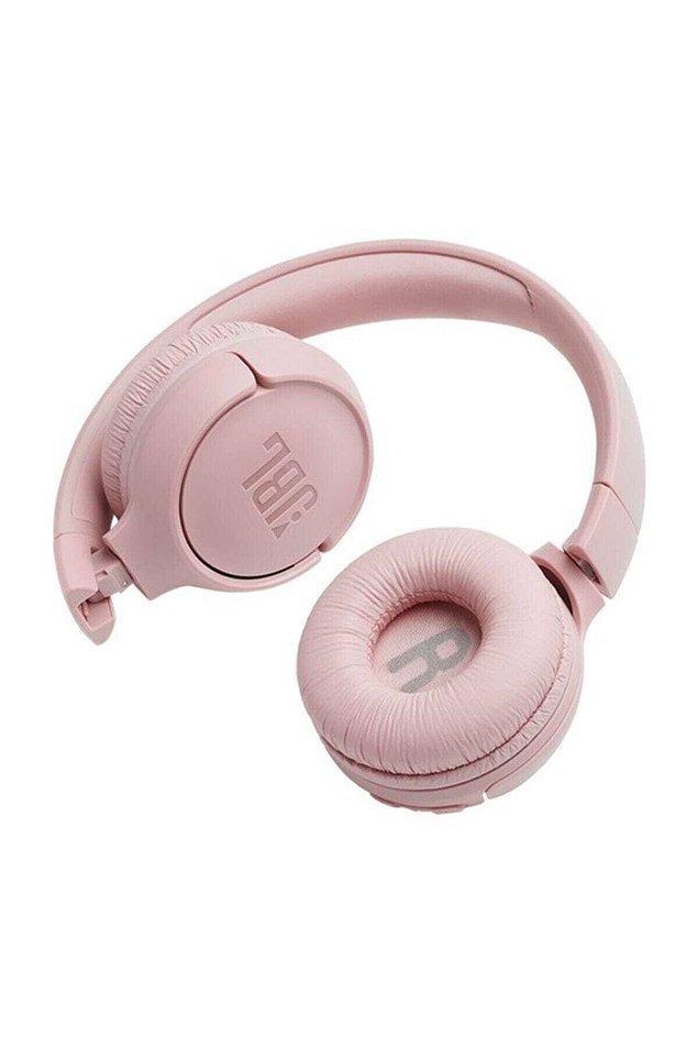 3. İşlevsel bir kulak üstü bluetooth kulaklık...