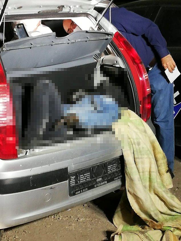Aracı kontrol eden ekipler, bagajda bir erkek cesedi olduğunu belirledi.