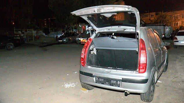 Aracın 20 gündür aynı yerde park halinde olduğu öğrenilirken, otomobil inceleme için çekiciyle otoparka götürüldü.