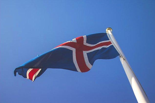 14. Ülkenin ulusal renkleri kırmızı, beyaz ve mavidir.