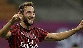 Milan'da Mükemmel Bir Sezon Geçiren Hakan Çalhanoğlu, FIFA 21'de Haftanın Takımı'na Seçildi