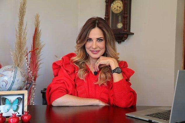On parmağında on marifet Hande Kazanova, bir zamanlar Türkiye'yi ekranlara kitleyen birçok dizide rol aldı. Oyunculuk kariyeri, katıldığı güzellik yarışmasında dereceye girmesiyle başlayan Kazanova'nın sinema filmlerinde de oynadığını görüyoruz.