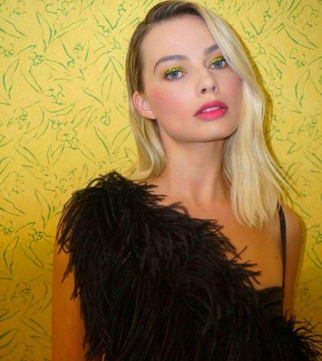 8. Margot Robbie - Boyun