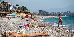 Antalya Sahillerinin Yeni Sahipleri! Kısıtlamadan Muaf Turistler Deniz, Kum ve Güneşin Tadını Çıkardı