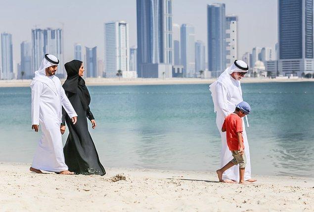 7. Katarlılar çalışmasa dahi devletten aylık olarak 30 bin dolar maaş alıyorlar.