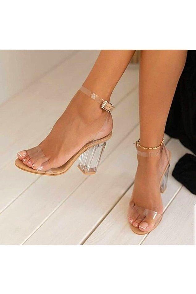 Sezonun trendlerinden şeffaf detaylı ayakkabılar...
