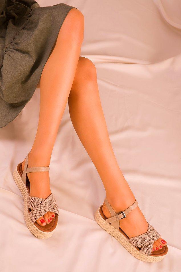 1. Örgü model sandaletler bu sezonun en trendlerinden...