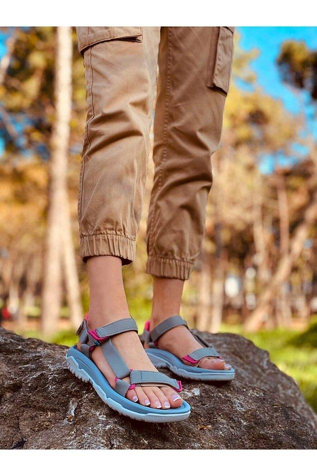 3. Sandalette de spor tarzdan vazgeçemeyenler için...