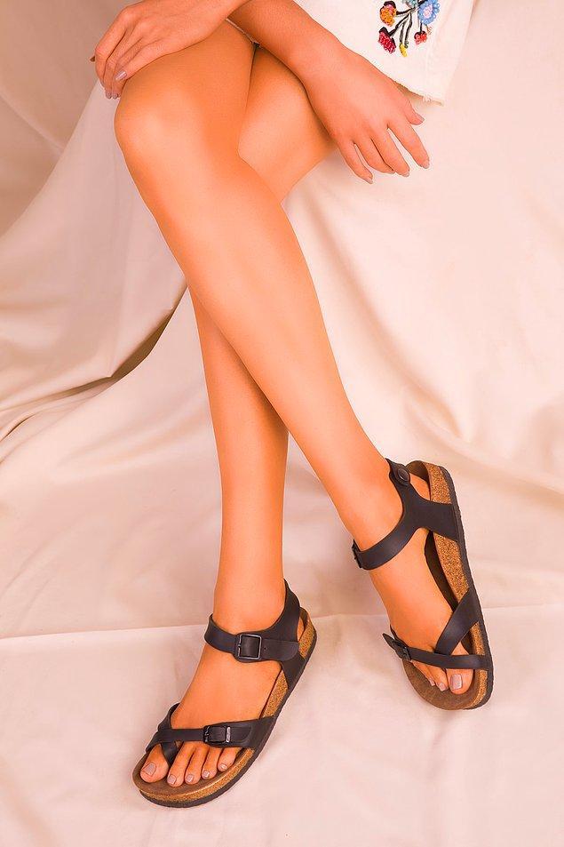 4. Deri görünümü sandaletlere bambaşka bir duruş katıyor...