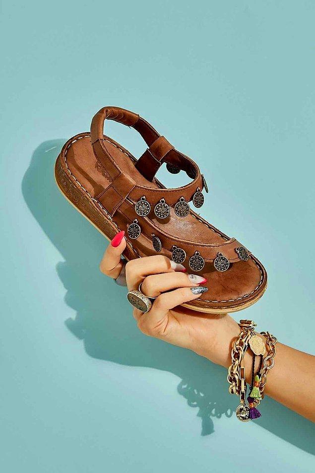 7. Bambi'nin kendine has tarzını yansıtan bir sandalet modeli...