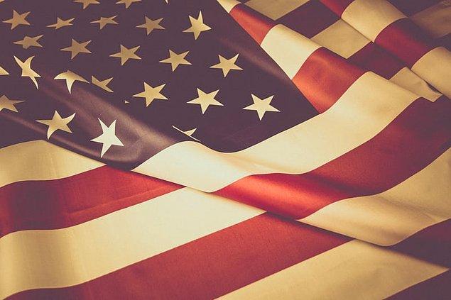 """12. """"Sınıflarda, sokaklarda, aklınıza gelebilecek her yerde fazlasıyla bayrak var."""""""