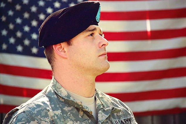 """21. """"Ücretsiz eğitim ve sağlık hizmetleri alabilmek için insanlar orduya katılıyor."""""""