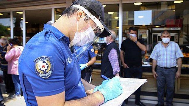 Polis ekipleri şikayetin olmaması üzerine Engin Y.'ye dışarıya çıkma kısıtlamasına uymamaktan 3 bin 100 TL para cezası uyguladı.