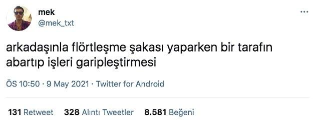 Twitter'da 'mek' isimli bir kullanıcı, yakın arkadaşla flörtleşme şakası yaparken bir tarafın abartıp işleri garipleştirmesi şeklinde bir yorumda bulundu.