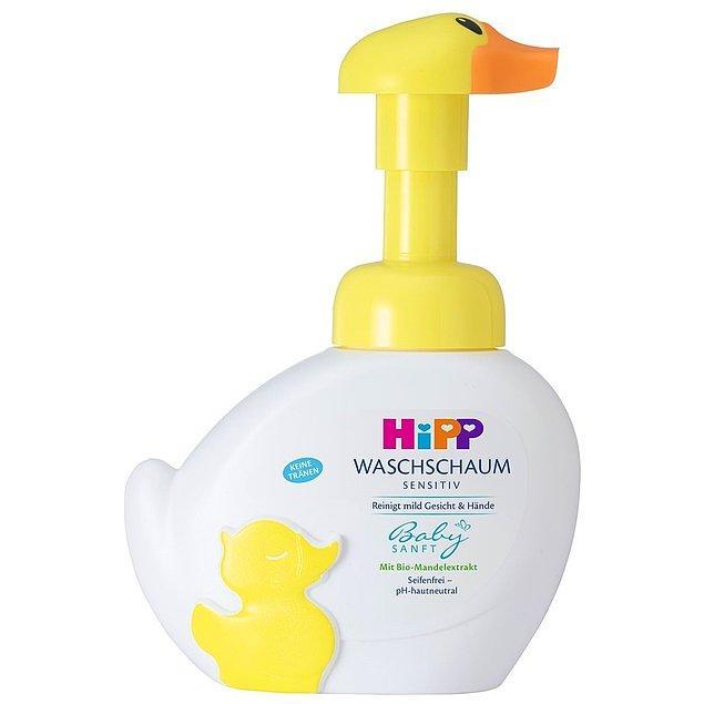 10. İçeriğindeki organik badem özü özellikle hassas ve kuru cilde sahip bebekler için çok faydalı olan bir el ve vücut yıkama köpüğü.
