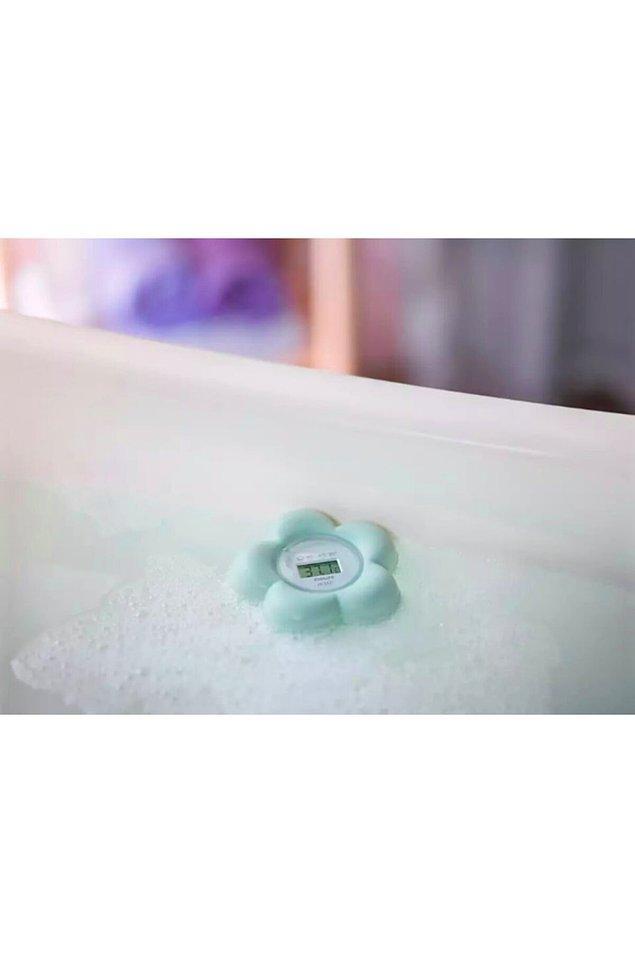 7. Bebeğinizin hem odasında hem de banyosunda kullanabileceğiniz, suda yüzen bir termometre.