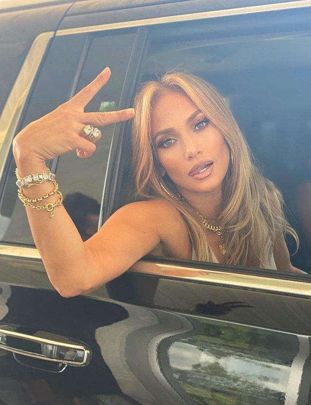 Kariyerini her geçen gün daha da güçlendirerek efsane haline gelen Jennifer Lopez'i hepimiz yakından tanıyoruz.
