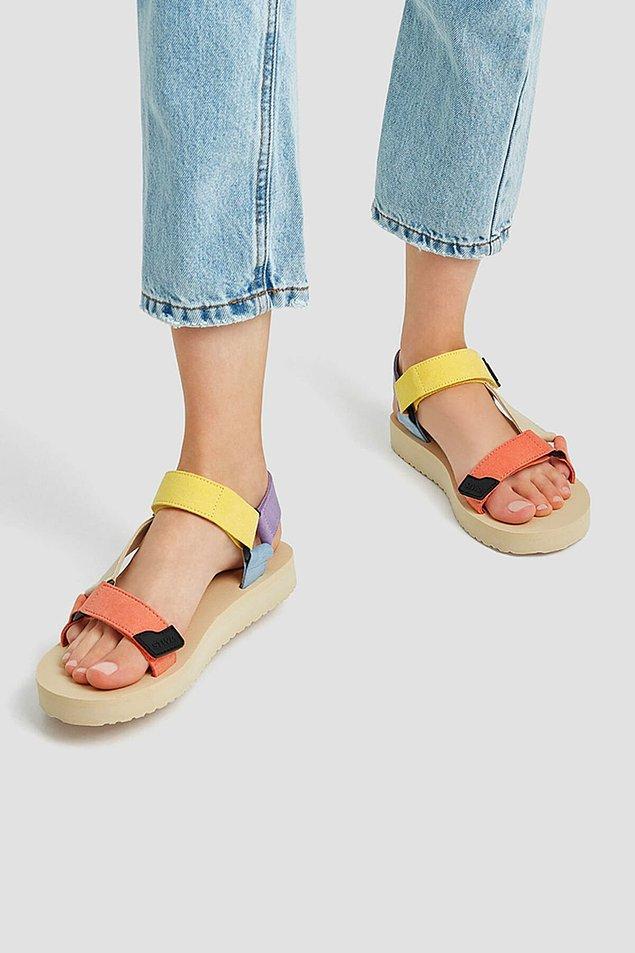 2. Cıvıl cıvıl bir spor sandalet...