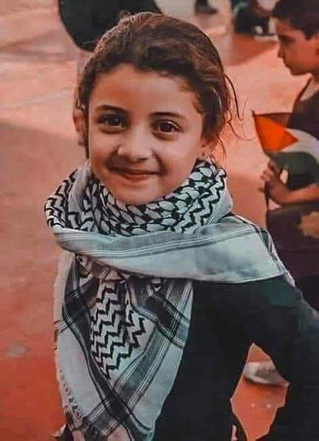 Hayatını kaybeden Filistinli bir kız çocuğunun fotoğrafı ise yürekleri acıttı.