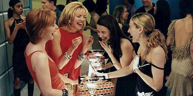 """""""Hayat karmaşık hale gelmeye başladığında yapılacak tek bir şey vardır: Şahane bir partiye katılmak!"""" -Carrie Bradshaw"""