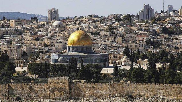 Mescid-i Aksa ve Kubbet'üs Sahra'nın bulunduğu Harem-üş-Şerif Müslümanlar için en kutsal şehirlerden biri sayılıyor.