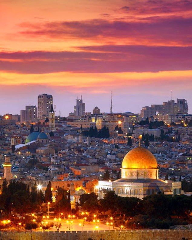 Peki ama üç farklı inanç için bu kadar kutsal olan bu kenti bu denli tartışmalı yapan ne?