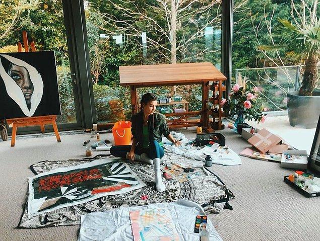 6. Son dönemin belki de en popüler isimlerinden Hande Erçel ve sanat kokan evi: