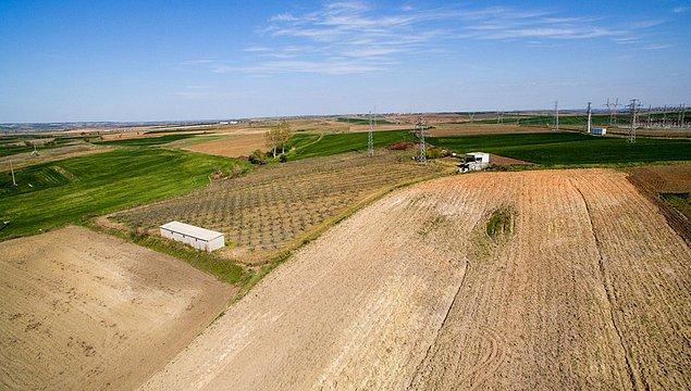 Kimi kaynaklar 6 bin, kimisi 22 bin dönümden bahsediyor, bazısı ise tamı tamına 56 dönümlük arazinin satın alındığını söylüyordu.