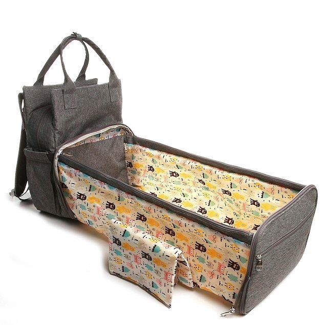 4. Fonksiyonel ürünlerden hoşlanan annelerin kalbini ilk görüşte çalacak bir bebek bakım çantası bu.