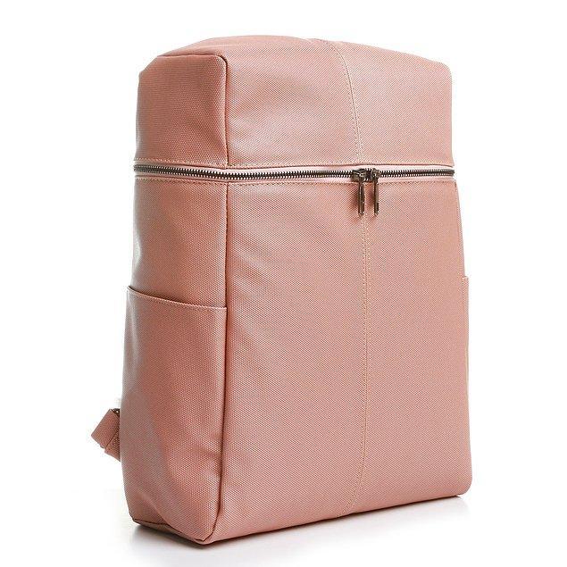 6. Suni deri kumaş sırt çantasının askıları ayarlanabilir ve tek bölmeli.