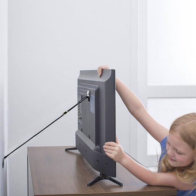 8. Dolap, gardırop, televizyon, büfe gibi evinizde herhangi bir sarsıntıda ya da çocuklarınızın oyunları esnasında tehlike oluşturabilecek tüm eşyaları duvara sabitlemenizi sağlayan bir eşya sabitleyici.
