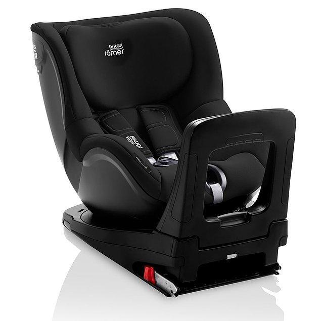 14. Bebeğinizin ilk 4 yılında, 18 kg olana kadar güvenle kullanabileceğiniz 360 derece dönen bir oto koltuğu da Britax.