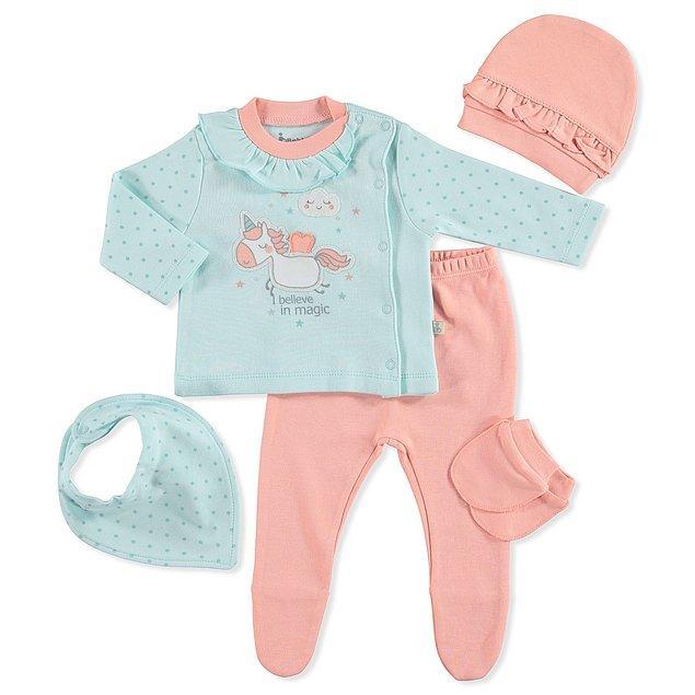 2. Unicorn aşkını doğar doğmaz bebeğine aşılamak isteyenler için çok sevimli bir hastane çıkış seti.