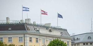 Avusturya Federal Başbakanlık Binasına İsrail Bayrağı Çekildi
