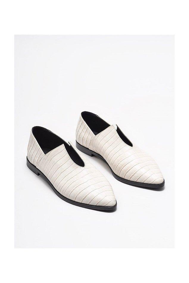7. Farklı dizaynda günlük bir ayakkabı