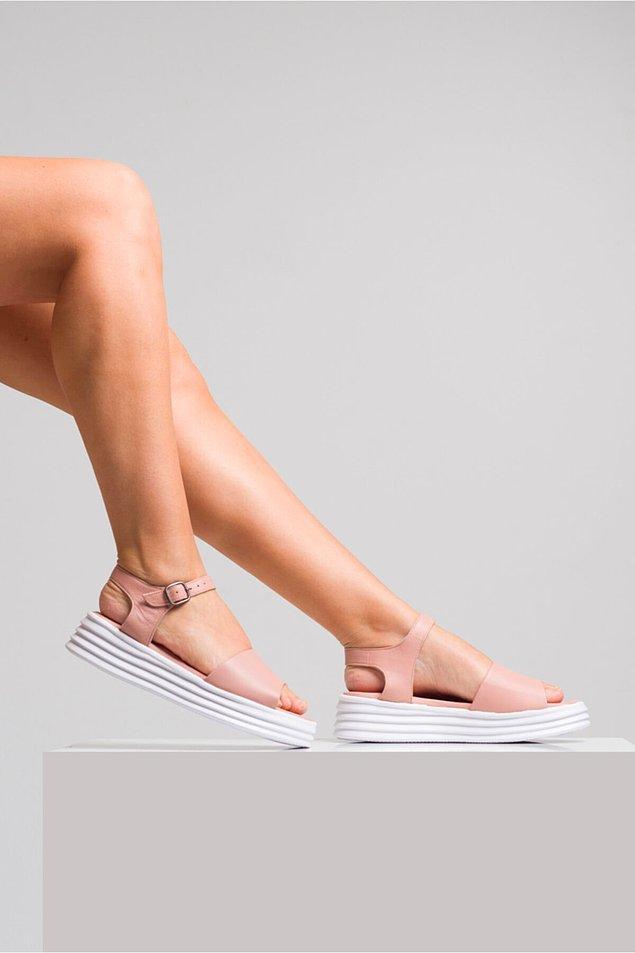 13. Minyon boyluların en sevdiği sandaletler