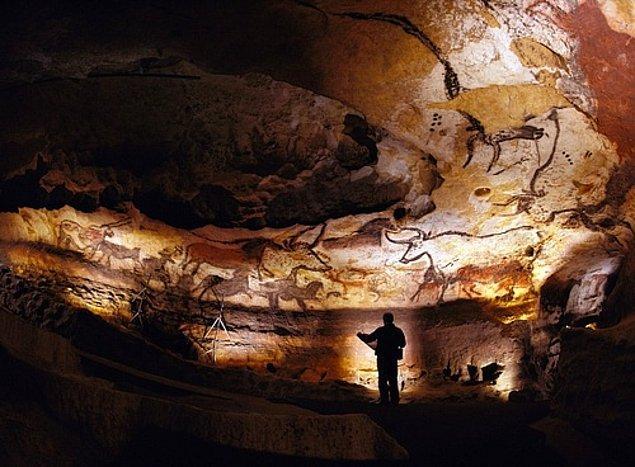 600'den fazla paryetal duvar resmi bulunan mağara şu ana kadar bildiğimiz ve gördüğümüz hiçbir mağaraya benzemiyor.