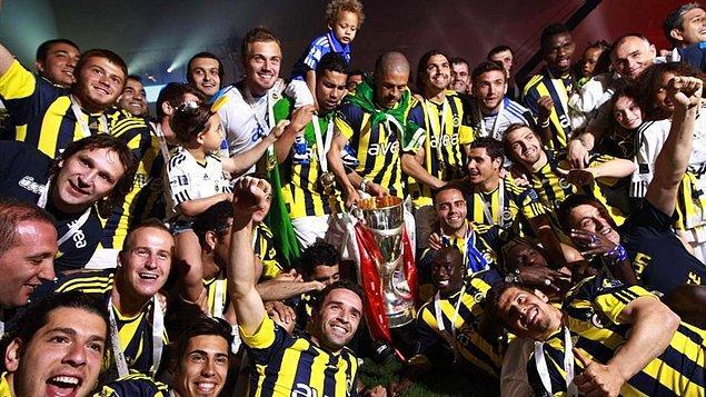 2. 2010-2011'de ise Fenerbahçe ile Trabzonspor'un 82'şer puanla tamamladığı ligde Fenerbahçe şampiyon oldu.